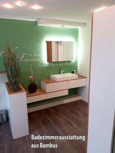 Badezimmerausstattung-aus-Bambus.jpg