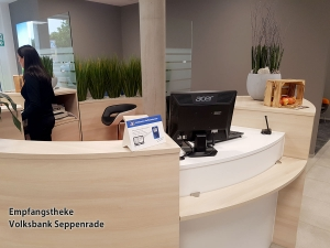 Empfangstheke-Volksbank-Seppenrade.jpg